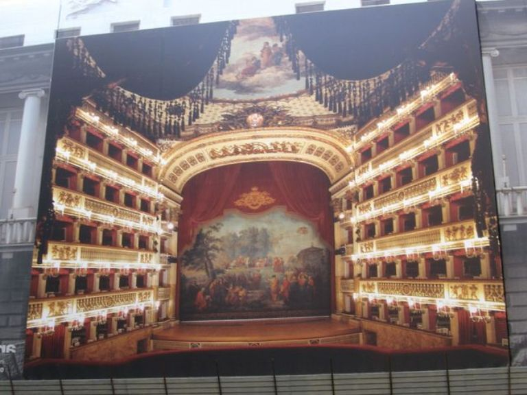 In Teatro a Napoli
