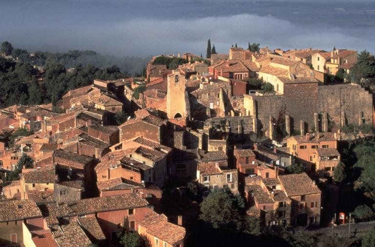 Scorcio del villaggio di Roussillon. Foto Jean Luc Seille (Archivio CDT Vaucluse)