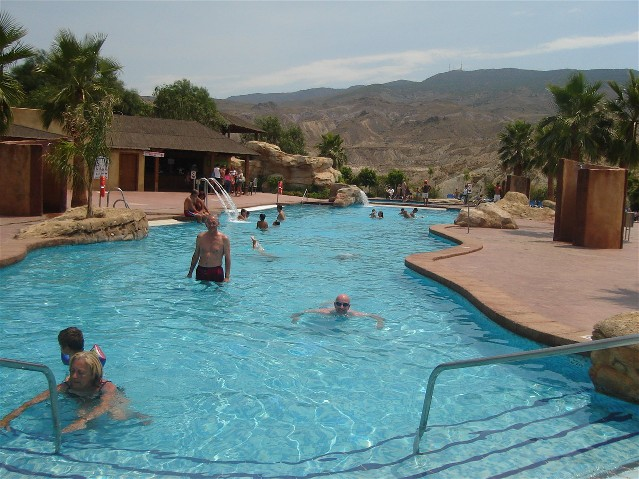 La piscina nel Parco Oasys