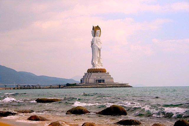 Il grande Buddha diell'isola di Hainan