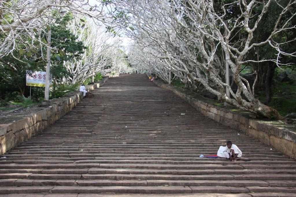 Classici gradini per arrivare a un tempio