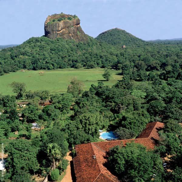 I tetti e la piscina del Sigiriya Village.php