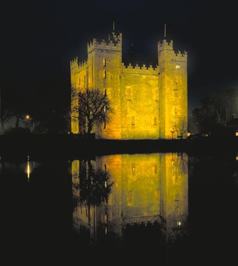 Contea di Clare - Bunratty Castle di notte