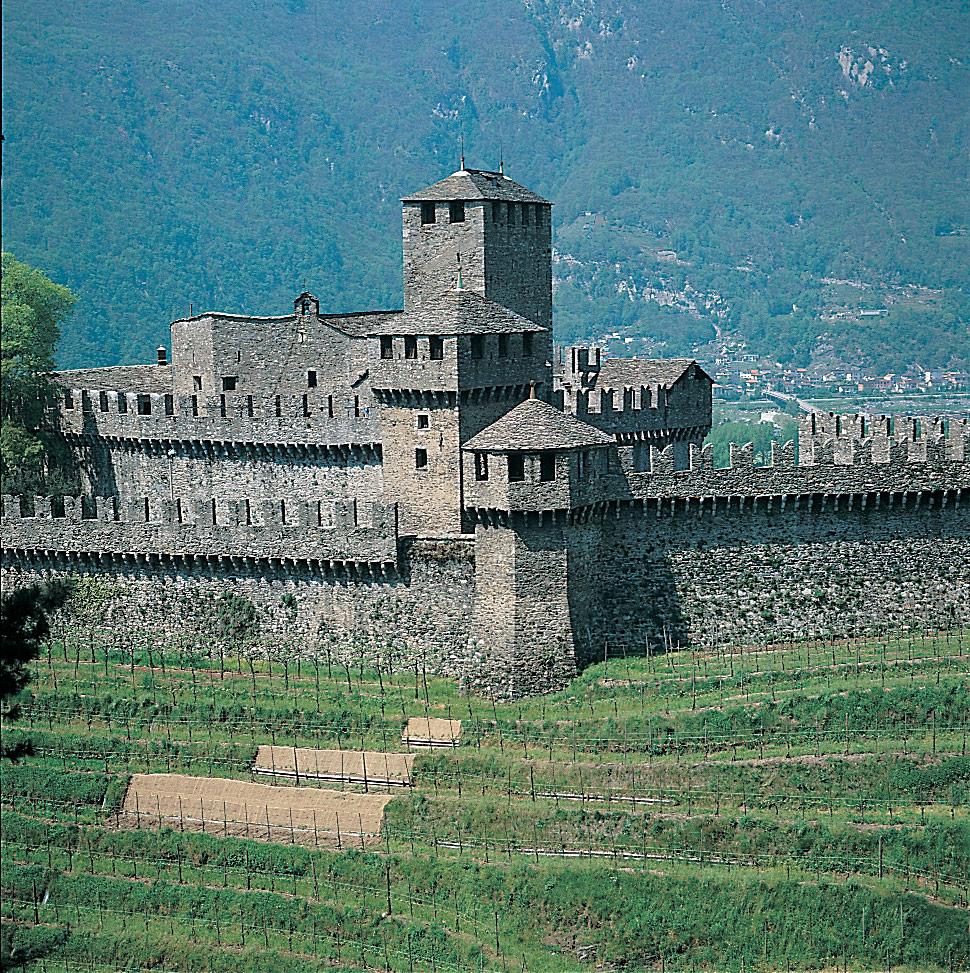 Architettura e natura si fondono al Castello di Montebello