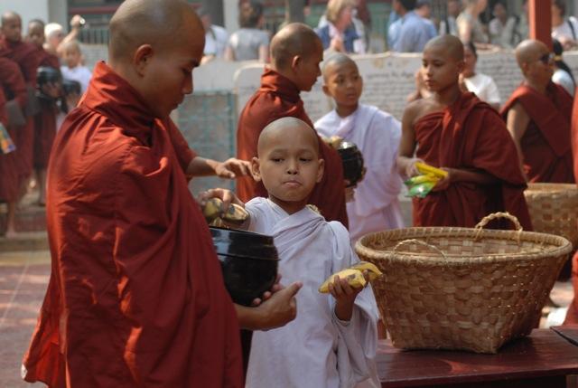 Mandalay - monaci