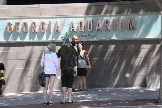 Ingresso acquario Atlanta, la foto di rito