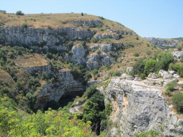 La riserva protegge i tavolati iblei e le cosiddette cave