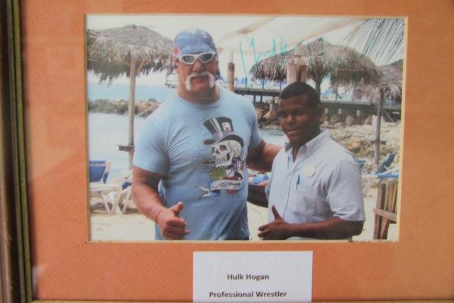 Il wrestler Hulk Hogan al Dolphin Cove