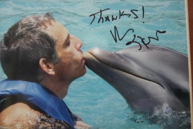 L'attore Ben Stiller e il bacio al delfino