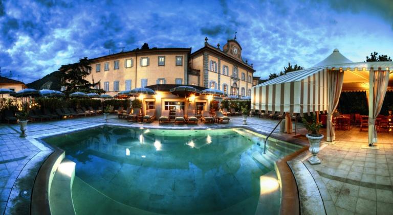 Le piscine esterne dei Bagni di Pisa
