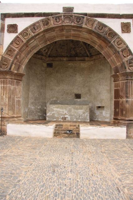 Altare esterno al Convento di Santa Ana