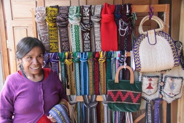 Cunajo, Consuelo produce a mano cinture e borse dai disegni pre ispanici, IMG_0795
