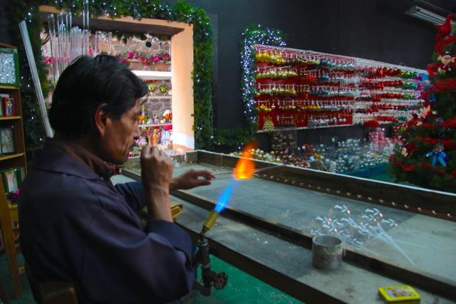 Tlalpujahua, un soffiatore di vetro da El Taller de Santa Claus