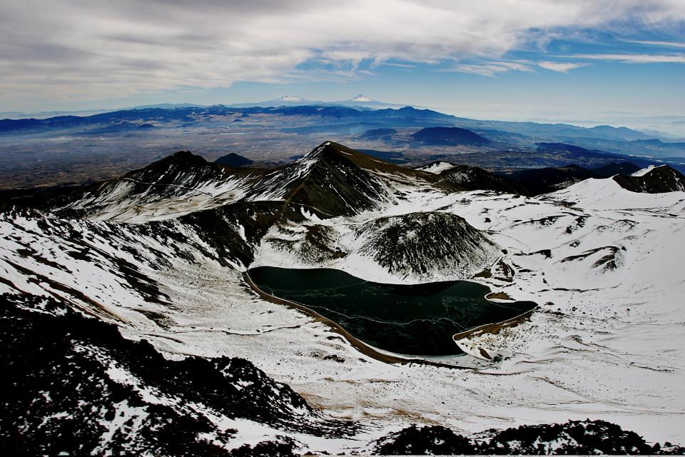 Nevado con la sua laguna