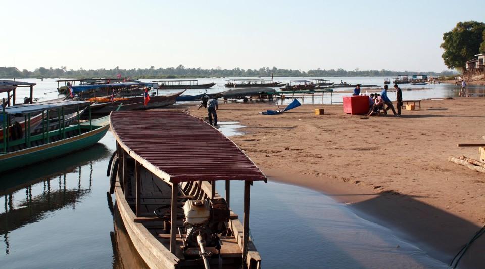 Attracco sulle rive del Mekong a Phnom Penh in Cambogia