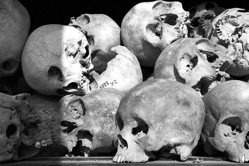 La raccappricciante immagine dei teschi ammucchiati in una teca (foto di Antonello Serrao)
