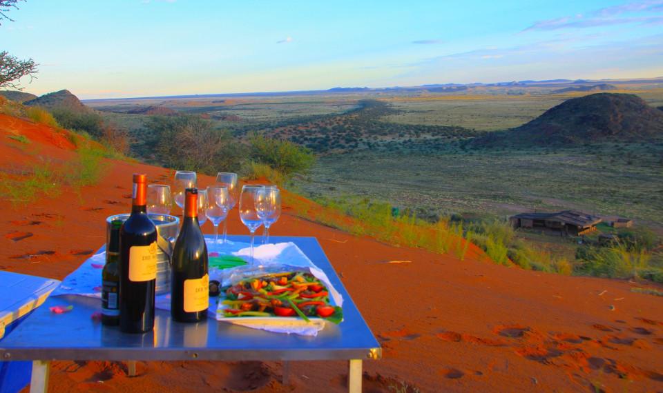 L'aperitivo sulle dune di sabbia rossa dei Boscimani