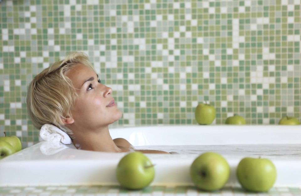 Bagno con olio aromatico alla mela by Manuela Prossliner - Terme Merano