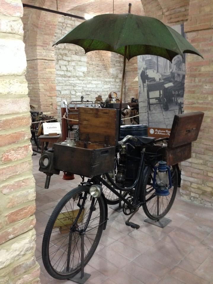 La bici del venditore di peltro