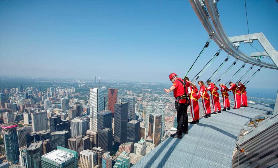 Con l'istruttore sulla CN Tower di Toronto