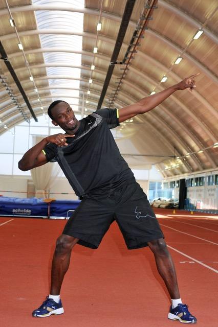 Bolt e la celebre posa anche in allenamento