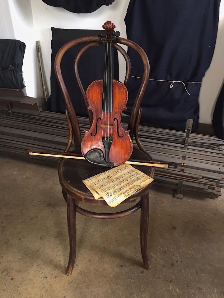 Sedia con violino
