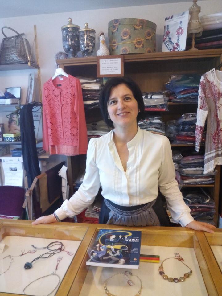 Monica Nuvola, una delle promotrici del Gruppo (ha il negozio di abbigliamento in piazza)