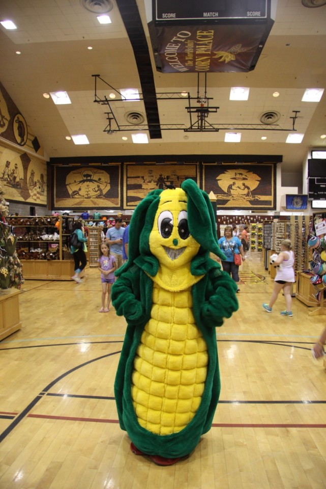 Cornelia, la mascotte dentro il Corn Palace.