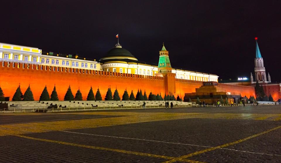 Il muro del Cremlino, a destra la struttura bassa è il Mausoleo di Lenin