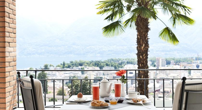 La vista sul lago durante la colazione in camera