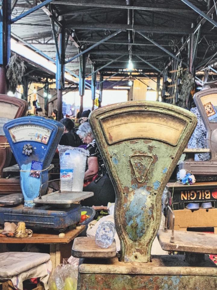 Bilance antidiluviane al mercato