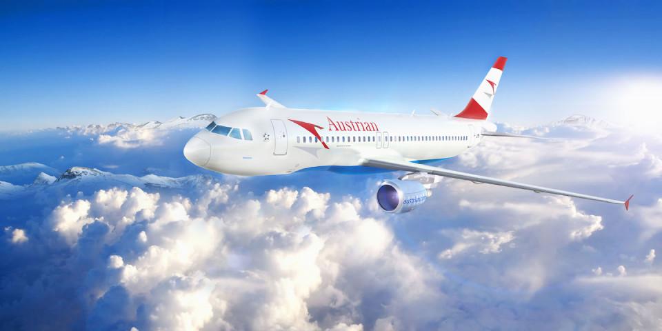 Austrian Airlines nel bianco delle nuvole copia