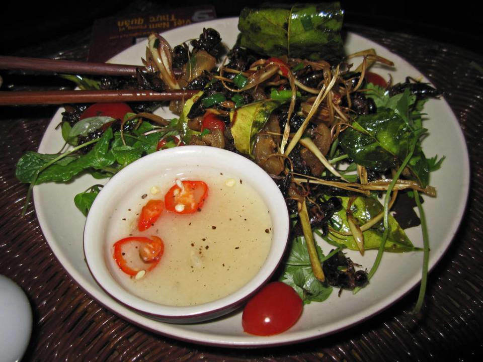 Ecco come presenta un'insalata con insetti