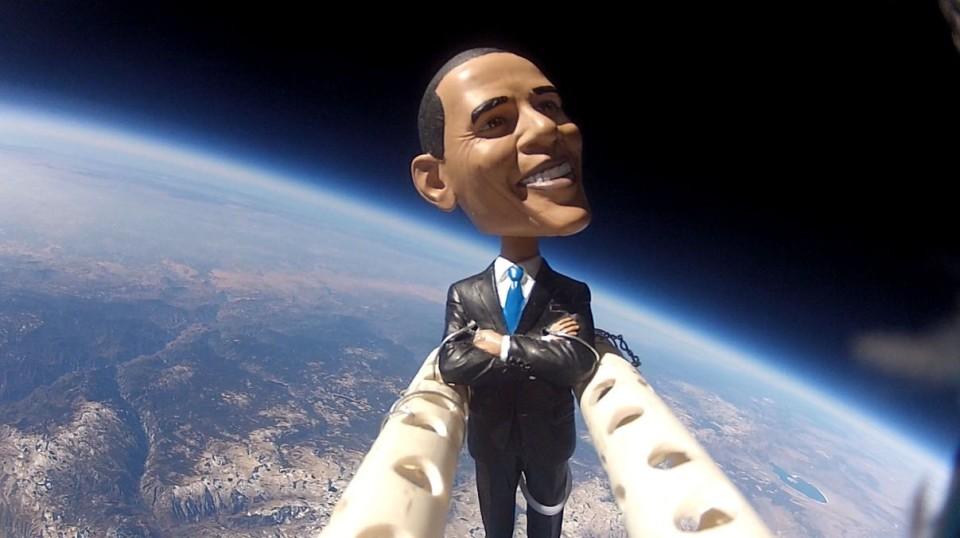 Pupazzo di Obama nello spazio
