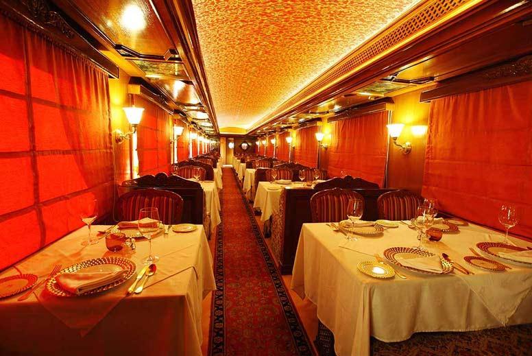 Un interno di uno di questi treni di lusso