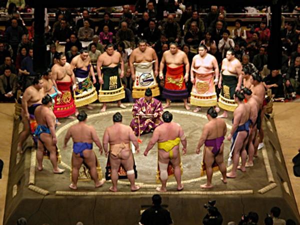 Cerimonia di lottatori di sumo