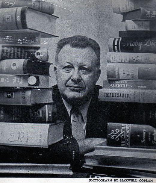 Lo scrittore Clifton Fadiman (foto di Maxwell Coplan)