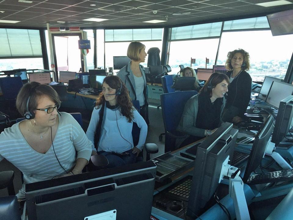 Fiumicino: un team di sole donne controllori di volo