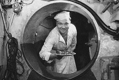 Cuoco nel sottomarino (foto nanopress.it)