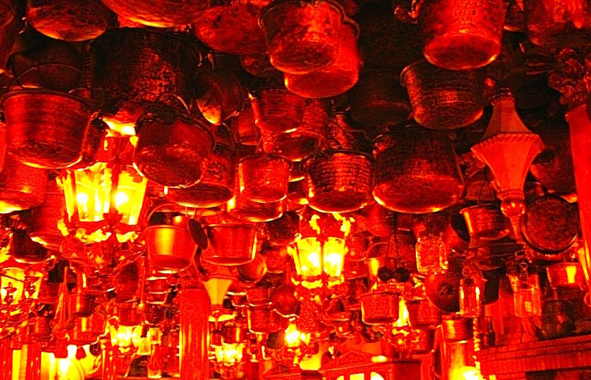 Il soffitto: un cielo di rame del Ristorante Inferno
