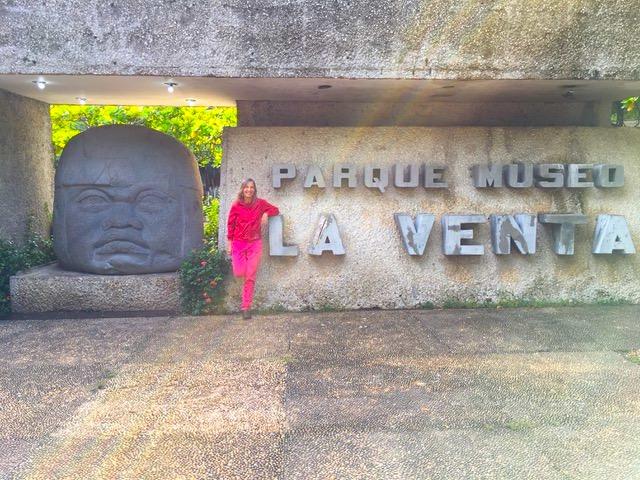 Di fronte all'ingresso del Museo La Venta