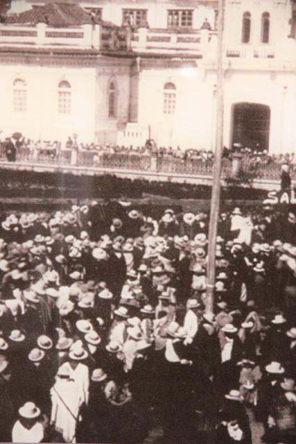 Foto di repertorio che testimonia l'uso del sombrero in epoche diverse