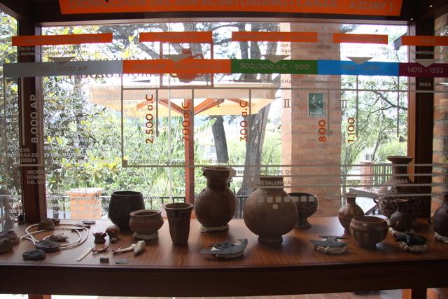 Stanza vetrata con alcuni dei reperti in attesa di esposizione