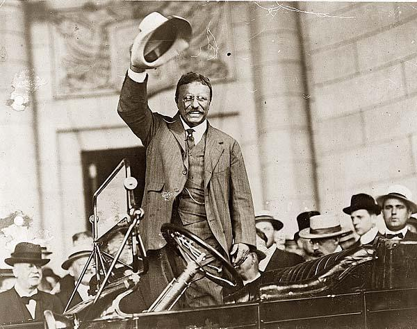 Theodore Roosevelt in una foto di repertorio al canale di Panama