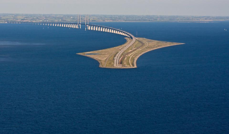 ed-ecco-quando-il-ponte-si-tuffa-nellacqua