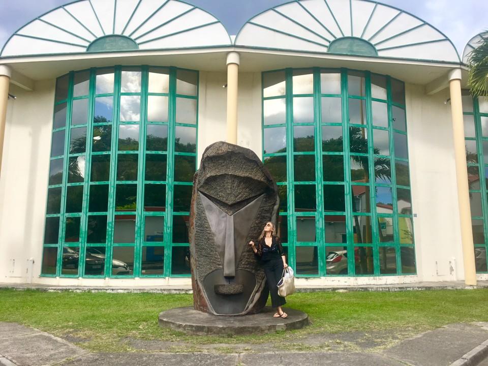 Davanti alla Biblioteca comunale di Guadalupe