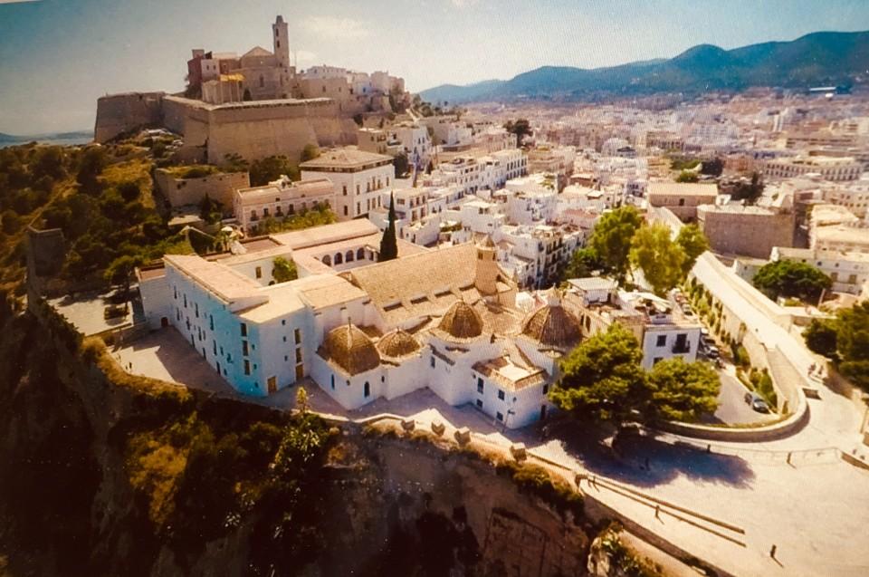 La veduta su Dalt Vila dall'hotel Mirador