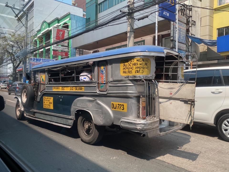 I Jeepney, i famosi colorati bus filippini
