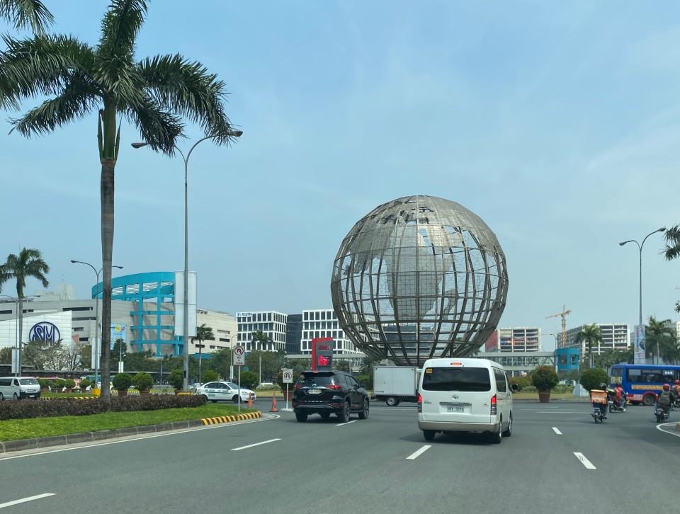 On the road per Manila