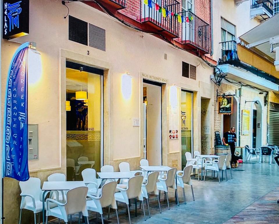 L'esterno di Helas in Calle de Puerta Nueva tra i vicoli di Malaga